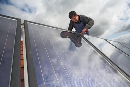 Installation des capteurs solaires, système solaire thermqiue