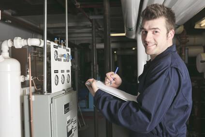 Installateur de chauffage, contrôleur installation de système de chauffage