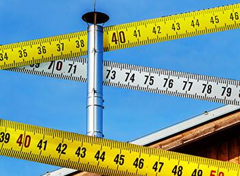 Wichtig beim Schornstein: Höhe und Abstand zum Nachbarn beachten!