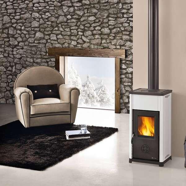 der kompakte kaminofen tea von la nordica auf. Black Bedroom Furniture Sets. Home Design Ideas